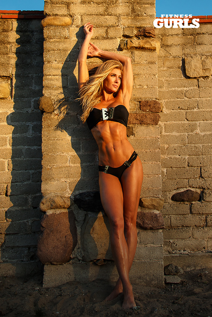 fitness-gurls-swimsuit-torrie-wilson-02